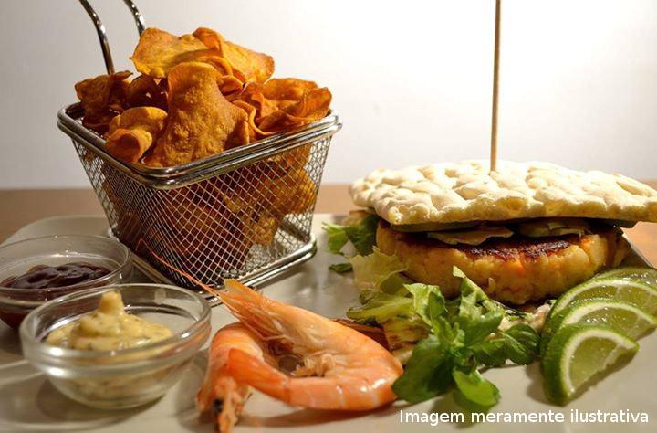 Hamburguer-Julho-restaurante-no-porto-tasquinha-do-caco-min
