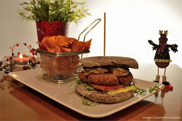 Tasquinha d Caco_275 hamburguer de seitan nem é carne nem é peixe - apto para vegans by sitio na net-min