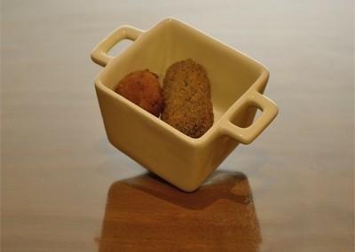Bolinha de queijo e croquete de espinafres